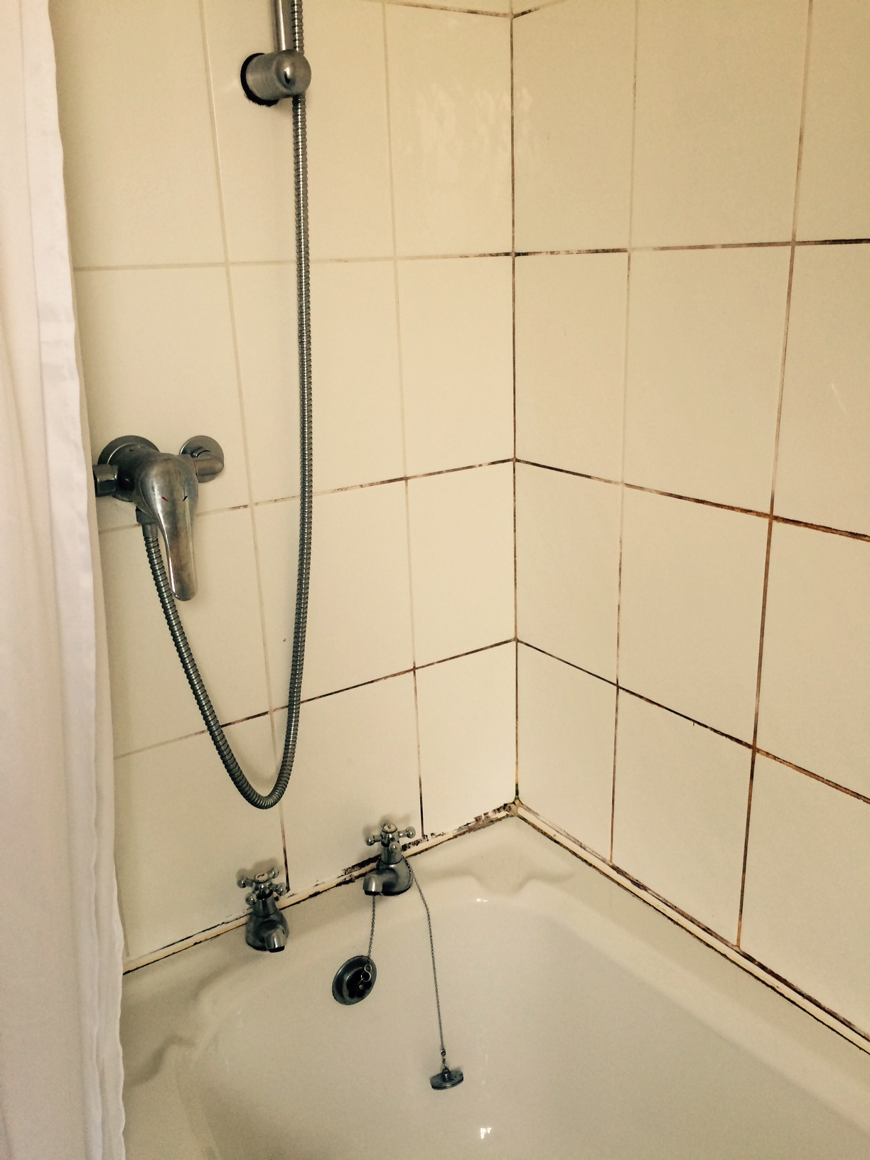 Cleaning And Sealing A Mouldy Ceramic Tiled Shower In Galgate Tile - Bathroom ceramic tile cleaner
